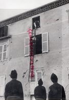 19-TULLE-LES POMPIERS EN ACTION EXERCICE DEVANT DES JEUNES ATTENTIFS-RARE PHOTO ORIGINALE - Beroepen