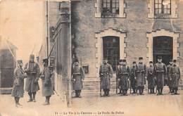 La Vie à La Caserne - Le Poste De Police - Caserme