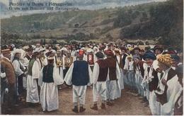 AK Pozdrav Danse De Kolo Kolotanz Ples Folklor Kostim Bosnien Herzegowina Bosna Bosnie Bosnia Hercegovina Herzegovine - Bosnien-Herzegowina