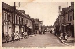 Montauban-de-Bretagne  35   La Grande  Rue  Tres Tres Animée-Boulangerie-Epicerie Avec Pompe A Essence Et Café - France