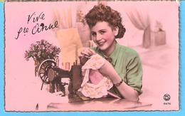 Vive Ste Anne (Fête-Voeux)-écrite En 1951-Jolie Jeune Fille-Couturière-Machine à Coudre- - Fêtes - Voeux