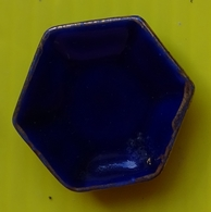 Fève -  Rendez Vous Des Rois 1994 -  Service De Table Bleu Et Or - Assiette Hexagonale - Autres