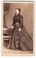 Fotografie L. Angerer, Wien, Portrait Edeldame In Kleid Mit Zeitgenöss. Frisur - Persone Anonimi