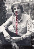 56- LORIENT-POURLETH PLOERDUT- JACQUES PERKAISNEL CHANTE LA CREUSE DANS SES DISQUES-1985 -RARE PHOTO ORIGINALE - Persone Identificate