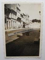 ROYAN 17 Charente Maritime Rue De L'Hotel De Ville En 1935 Petite Photo Originale Cliché Amateur 1/2 - Lieux