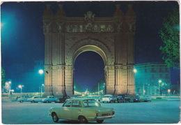 Barcelona: FORD CORTINA '62, CHEVROLET BEL AIR, RENAULT 4CV, DAUPHINE - Arco De Triunfo - Toerisme