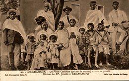 MADAGASCAR UN VIEUX CATECHISTE AT TOUTE SA FAMILLE MISSIONS JESUITES A TANANARIVE - Madagascar