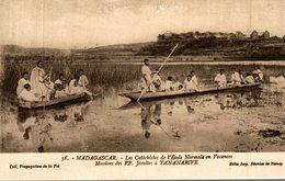 MADAGASCAR LES CATECHISTES DE L'ECOLE NORMALE EN VACANCES MISSIONS JESUITES A TANANARIVE - Madagascar