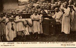 CLASSE DE CHANT PAR UN CATECHISTE MISSIONS DU SAINT ESPRIT AU KILIMANJARO - Missions