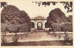 Fontaine Française   597       Orangerie Du Château - Francia