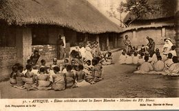 ELEVES CATECHISTES AIDANT LES SOEURS BLANCHES - Missions