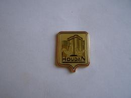 Pins Houdan - Villes