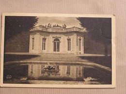 VERSAILLES Le Petit Trianon Le Pavillon Français Département 78 Yvelines France Carte Postale Postcard - Versailles (Kasteel)