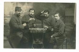 Carte Photo - 4 Militaires Du 230e RI Tapant Le Carton (jeu De Cartes) Sur Un Guéridon - Pas Circulé - Régiments