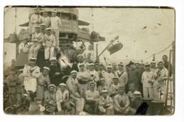 Carte Photo Extérieure - Groupe De Marins Sur Le Pont D'un Navire Militaire - Pas Circulé - Postcards