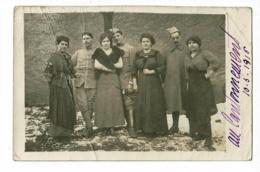 Carte Photo Extérieure - Groupe Militaires  Du 20e RI Et Femmes (Au Cantonnement) 10.3.1916 - Postcards