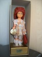 Poupee De Collection Les Retros De France, Sur Coffret Carton, Dans Boite Carton, Yeux Animes, Hauteur  18cm - Dolls