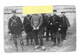 70 - COPIE D' Une Photo Prise Devant La Prison De VESOUL. Prévenu Devant être Conduit Devant Ses Juges - 1932 - Reproductions