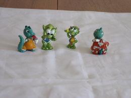 "Figurines ( 4 ) Kinder "" Famille Dinosaure Et Martien "" - Figurillas"
