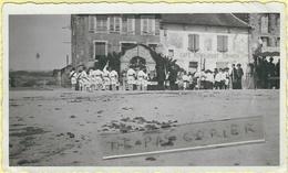"""Lozere : St Chély D'Apcher, Devant Le Café-Restaurant """"Coumoul"""", Place Du Foirail... - Saint Chely D'Apcher"""