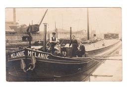 Carte Photo Ancienne  : Péniche Avec Famille De Bateliers - Nom De La Péniche : MELANIE - 2 Scans - Houseboats
