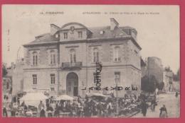 50 - AVRANCHES----L'Hotel De Ville Et La Place Du Marché--animé--precurseur - Avranches