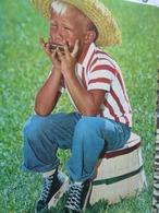Kid Playing Mouth Organe Enfant Jouant Harmonica - Scènes & Paysages