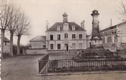 37. ÎLE BOUCHARD . HOTEL DE VILLE. MONUMENT AUX MORTS. ANNÉES 50 - Autres Communes