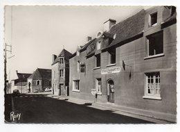 HERBIGNAC--env 1950-55--Hôtel Tabac NOBLET -- Rue Du Bourg Vers La Chapelle  ..........à Saisir - Herbignac