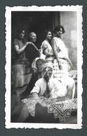 Photo Ancienne Ratée Surexposée Trois Clichés Sur Un Seul - Femmes Militaire Pin Up Sur Un Fauteuil En 1928 - Other