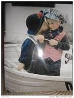 Enfants De SYLVIA MURRAY :ballade En Barque Avec Petit Garçon Qui Peche A La Ligne  !! - Non Classés