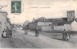 28 - SANTILLY : La Rue De L'Ecu ( Bonne Animation ) CPA Village ( 350 Habitants ) - Eure Et Loir - Autres Communes
