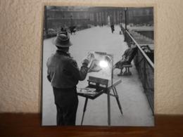 Repro  Cartonnée Et Plastifiée De DOISNEAU / PEINTRE/ LE PONT DES ARTS RUE J.PREVERT 1953 - Métiers