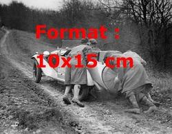 Reproduction D'unePhotographie Ancienne D'hommes Poussant Une Alfa Romeo Lors D'une Course En Angleterre En 1931 - Reproductions