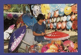 UMBRELLAS AS HOME INDUSTRY IN CHIANGMAI Carte Des Années 1980 ( Très Très Bon état ) TZ 607 - Thailand