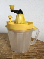 Vintage, Ancien Faux Presse Citron Pour Faire La Mayonnaise,ustensile Plastique Année 60 - Autres