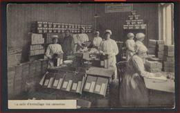 Ongebruikte Postkaart Van 119 Bruxelles La Salle D Emballage Des Caissettes Du Soldat Belge ! - Ambachten