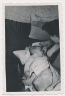 REAL PHOTO Ancienne Woman Breastfeeding Baby Infant Child Femme Allaitant Son Bébé Old Orig. - Foto's