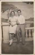 Gard : ALES : Carte Photo - Couple Roger Et Dédée - Souvenir De La Foire D'alès - Le 23aout 1936 - Alès