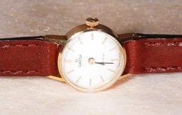 Montre Femme Omega Genève En Or 18 Carats - Watches: Old