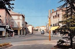 BERRE-L'ETANG - La Place De La Mairie Et L'avenue De La Libération - Otros Municipios