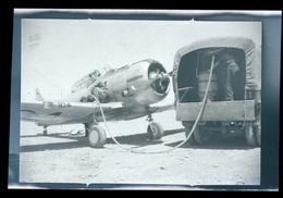 Negatif Aviation Avion Et Pilote Ravitaillement Au Sol Algérie - Cameras