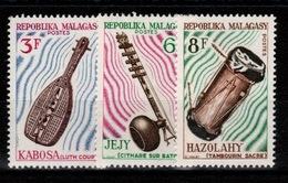 Madagascar - YV 401 à 403 N** Instruments De Musique - Madagascar (1960-...)