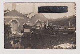 Carte Photo Ancienne  : Péniche Avec Famille De Bateliers Devant Les Ets. POUET Et CHAUSSON (endroit ?) 3 Scans - Houseboats