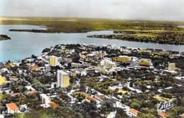 AFRIQUE NOIRE - COTE D'IVOIRE - ABIDJAN : Quartier Résidentiel - CPSM Dentelée Colorisée Format CPA - Black Africa - Ivory Coast
