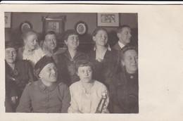 AK Foto Soldaten Mit Frauen - Familie - 1917 (41324) - Weltkrieg 1914-18