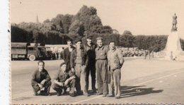 95Eb  Photo 79 Saint Maixent L'équipe De Montage Du Radio Theatre En 1955 - Other Municipalities