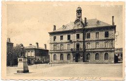 LA RICAMARIE - Place De La Mairie  Et Statue De Michel Rondet (114035) - Other Municipalities