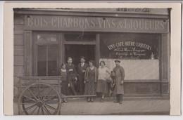 CARTE PHOTO D'UN CAFE : BOIS - CHARBONS - VINS & LIQUEURS - CHARRETTE DE LIVRAISON A DOMICILE - 2 SCANS - - Postcards