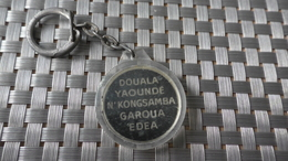 PORTE CLEF DOUALA YAOUNDE GAROUA EDEA AU MESSAGER LIBRAIRIE PAPETERIE N'KONGSAMBA CAMEROUN - Autres Collections